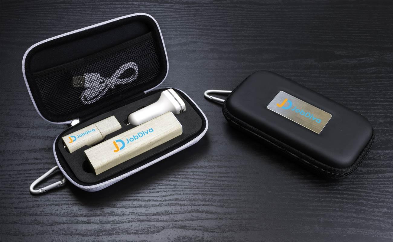 Maple M - USB Stick Bedrucken, Powerbank Werbegeschenk und Custom Car Charger